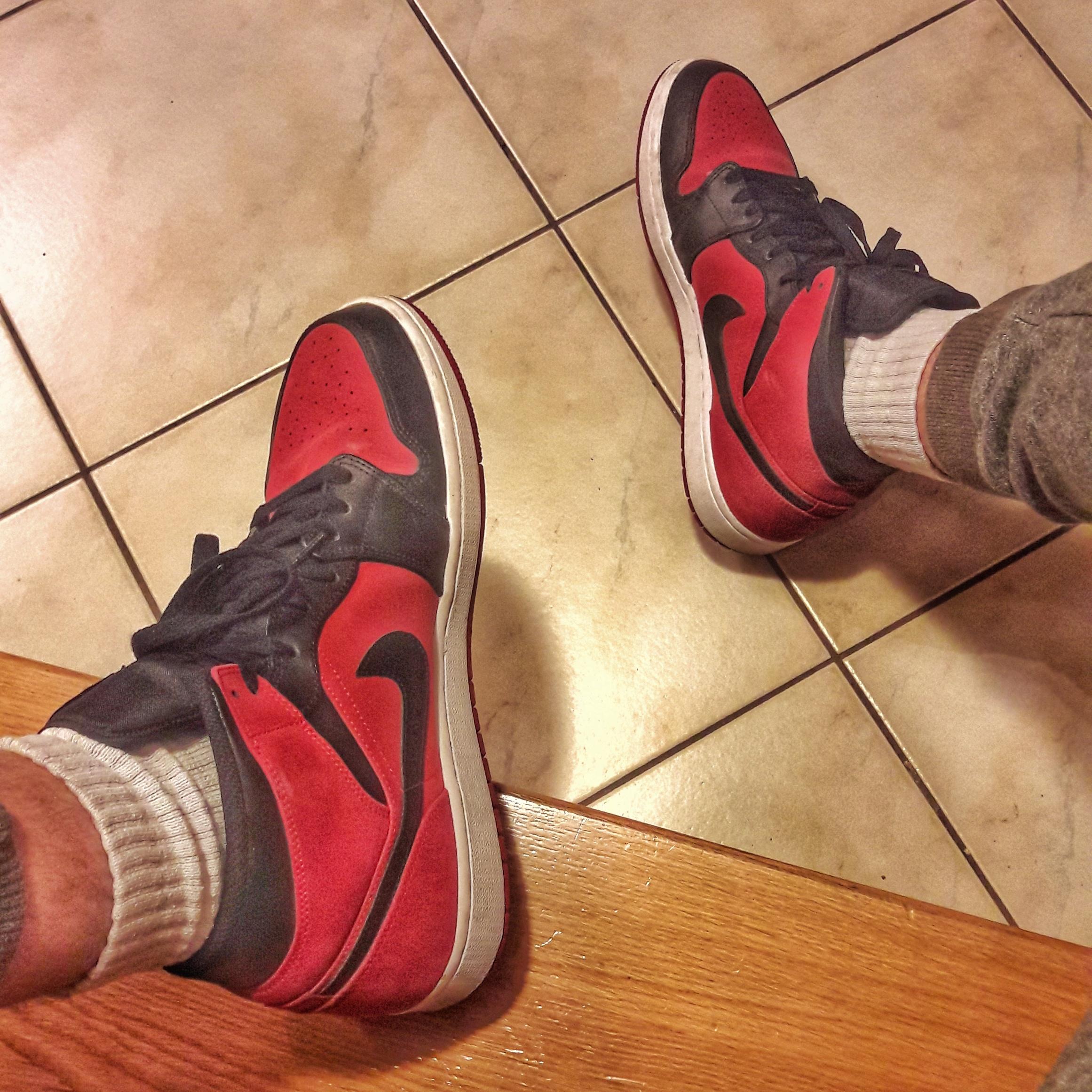Air Jordan 1 Mid Gym Red Black